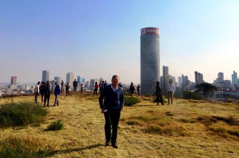 Clive Chipkin leading a tour of the Ridges of Johannesburg for Brown University students, 2018 (Kathy Munro)