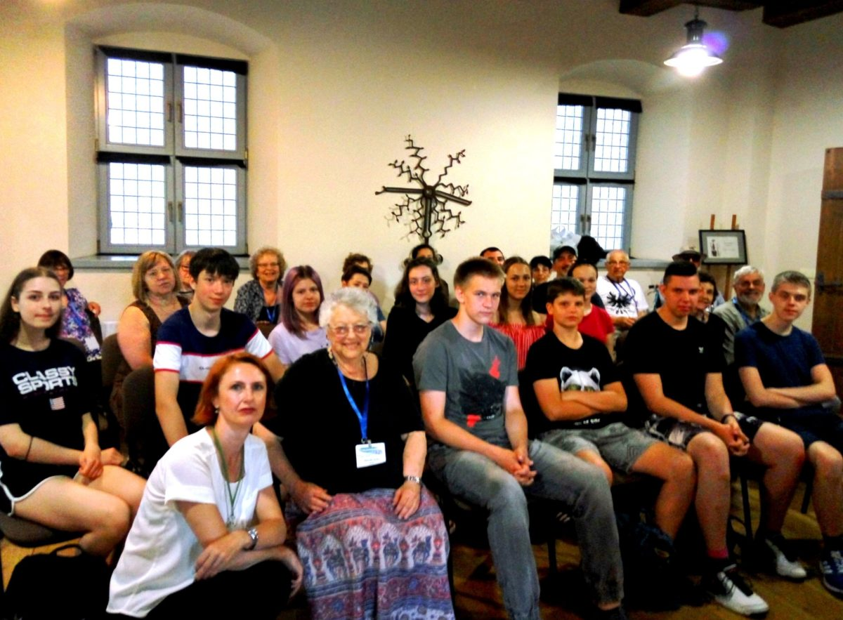 Glenda Levitt with Lithuanian student group at the Castle