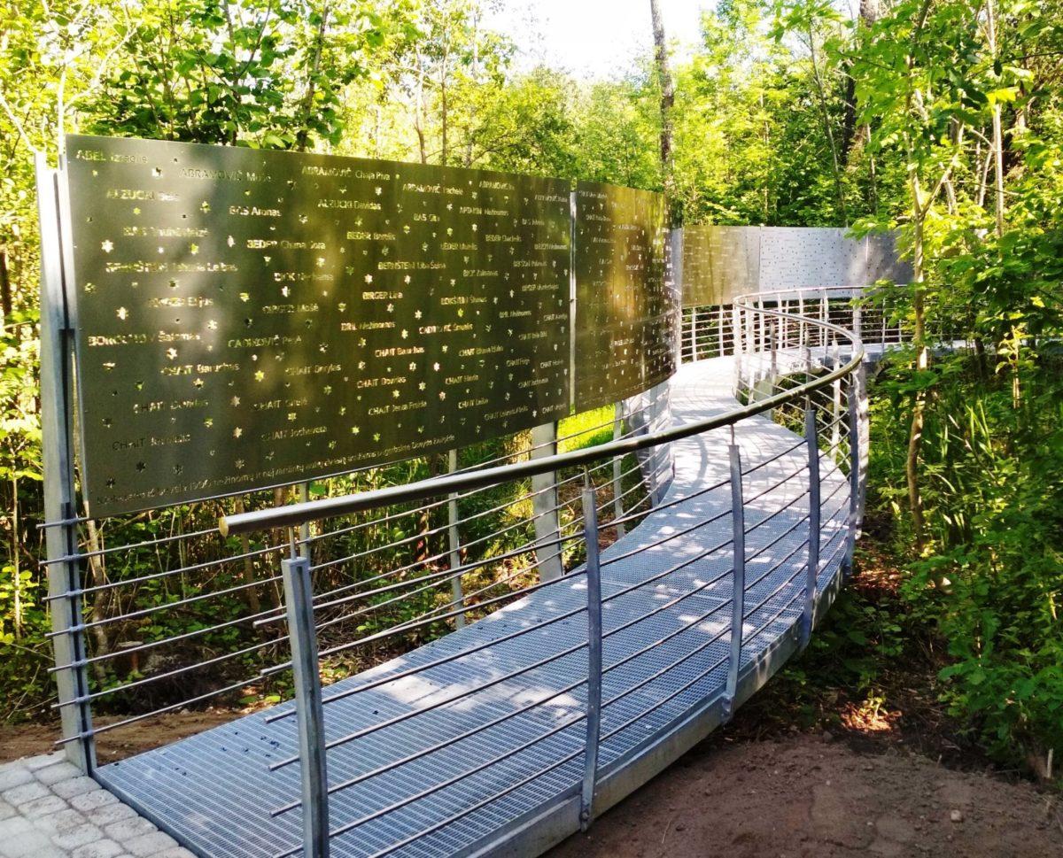 Memorial to the 2400 Jewish victims of Birzai, Pakamponys forest.