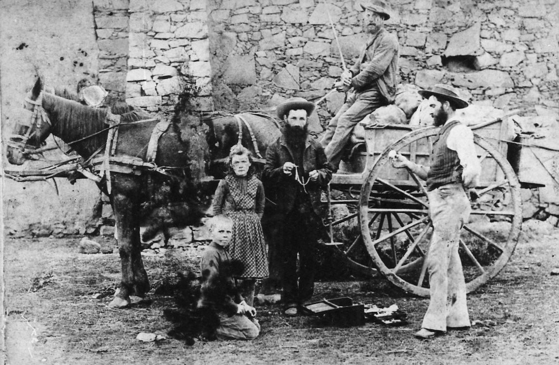 Smous Mr Hurwitz selling to farmers in Caledon, circa. 1890s