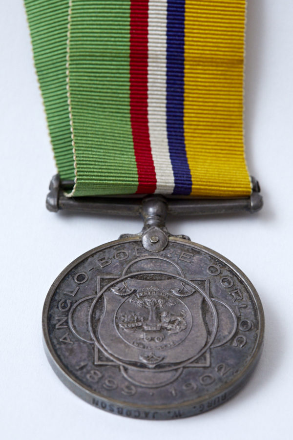 Dekorasie vir Troue Diens medal awarded to Wolf Jacobson